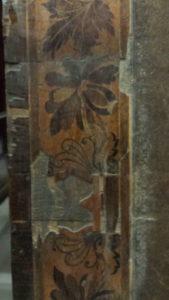 Placage manquant sur un meuble Charles X