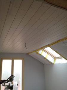 Pose de parquet et lame de sapin blanchie au plafond